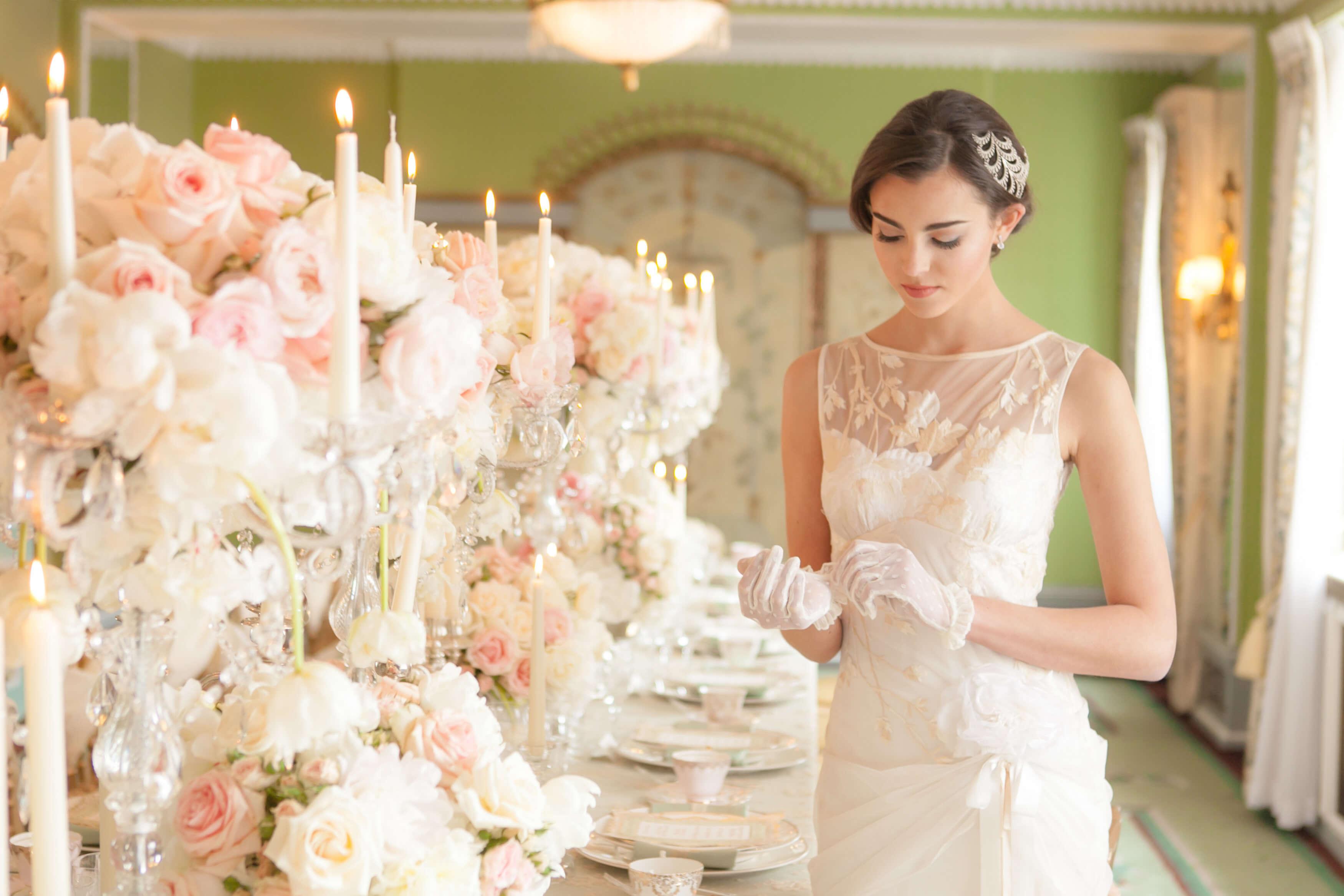Роскошная невеста готовиться к свадьбе